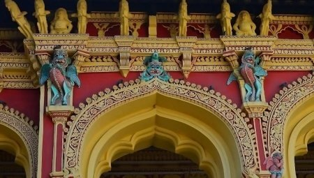 Thirumalai Nayakkar Mahal Madurai (Nayak Palace) – An artistic and one of a kind mammoth structure is a beauty and blend.